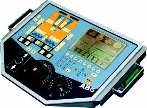 Bild 18:8 Exempel på löstagbar manöverpulpet med stor display på elektroniskt styrd asfaltutläggare