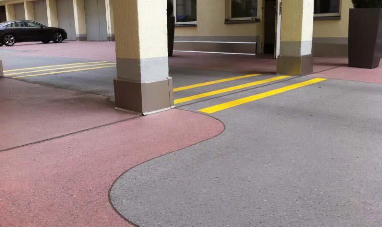 Slipad gjutasfalt med olika färgsättning för kör- och parkeringsytor [Magazin 03]